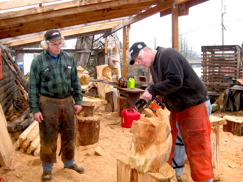 Learn to chainsaw carve carving school
